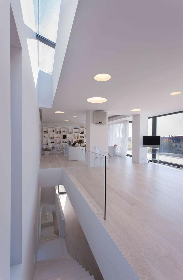 Maison contemporaine aux accents m diterran ens bucarest vivons maison - Architecture d interieur moderne ...