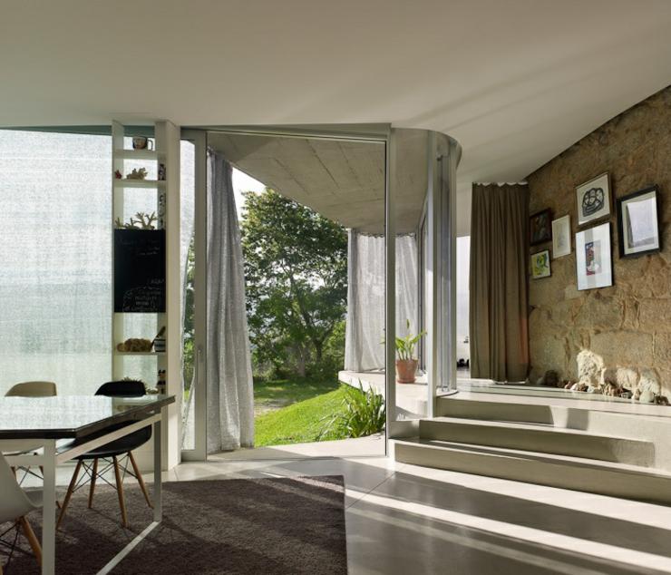 Exemple cr ative d une maison r nover en espagne for Interieur maison ancienne renovee