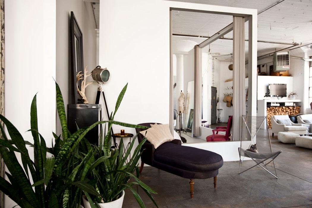 Loft de ville new york au design int rieur inspir par for Chambre style loft industriel