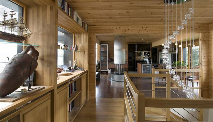 Maison en bois construite en bretagne au design int rieur for Decoration interieur maison americaine