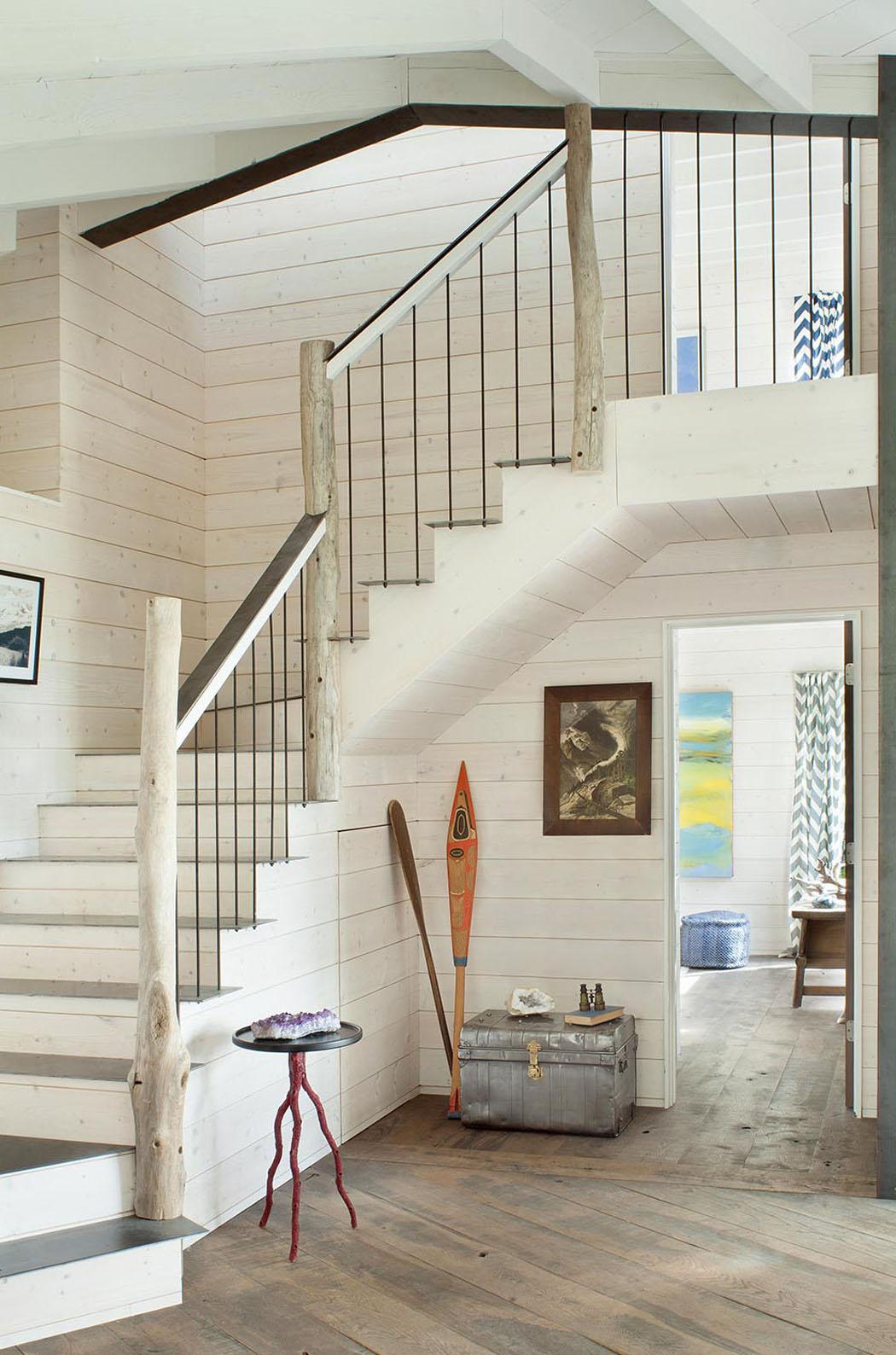 superbe chalet rustique nich au c ur d un cadre verdoyant avec vue sur un lac vivons maison. Black Bedroom Furniture Sets. Home Design Ideas