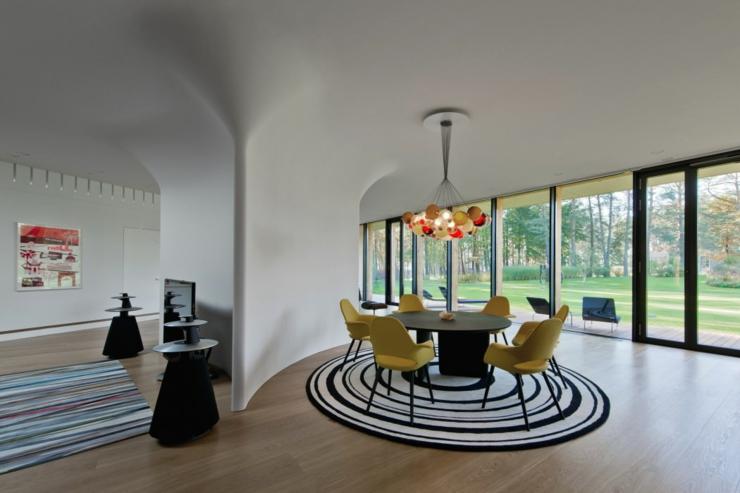 Maison plain pied l architecture contemporaine vilnius for Salle a manger futuriste