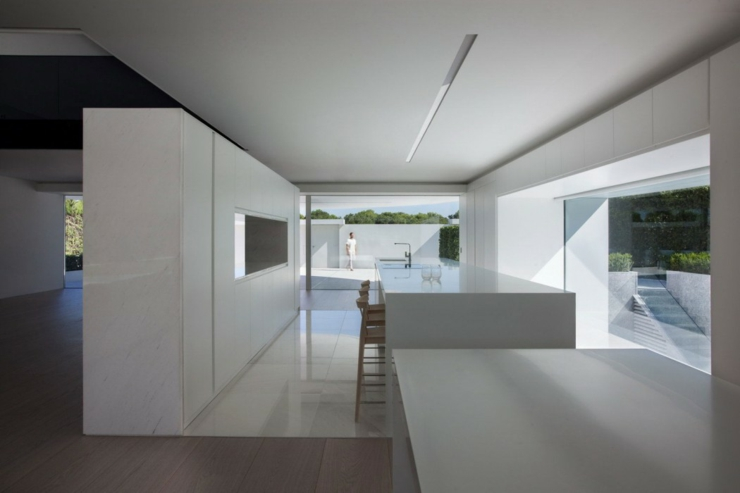 Maison d architecte originale valence espagne vivons maison for Interieur maison moderne blanc
