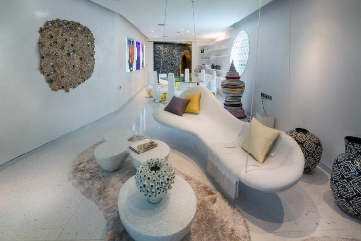 Une villa louer phuket au design luxueux tr s tha for Salle a manger futuriste