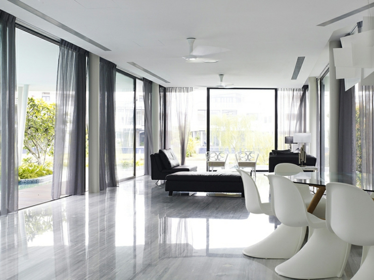 Unique maison contemporaine en noir et blanc singapour for Belle maison moderne interieur