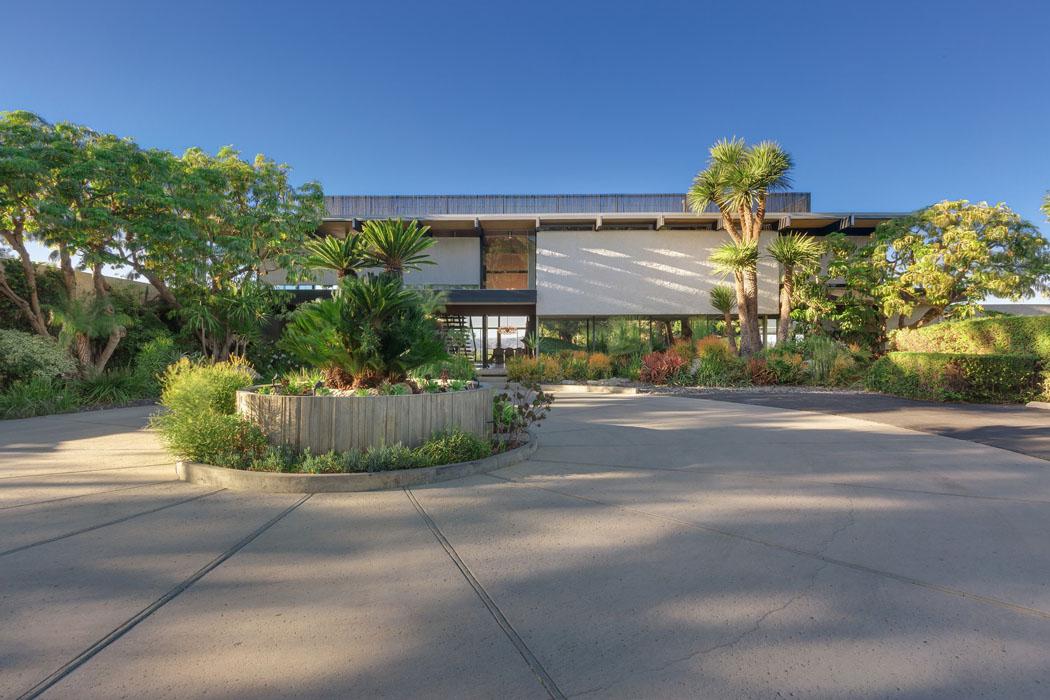 Maison d architecte embl matique en californie en vente for Facade maison originale