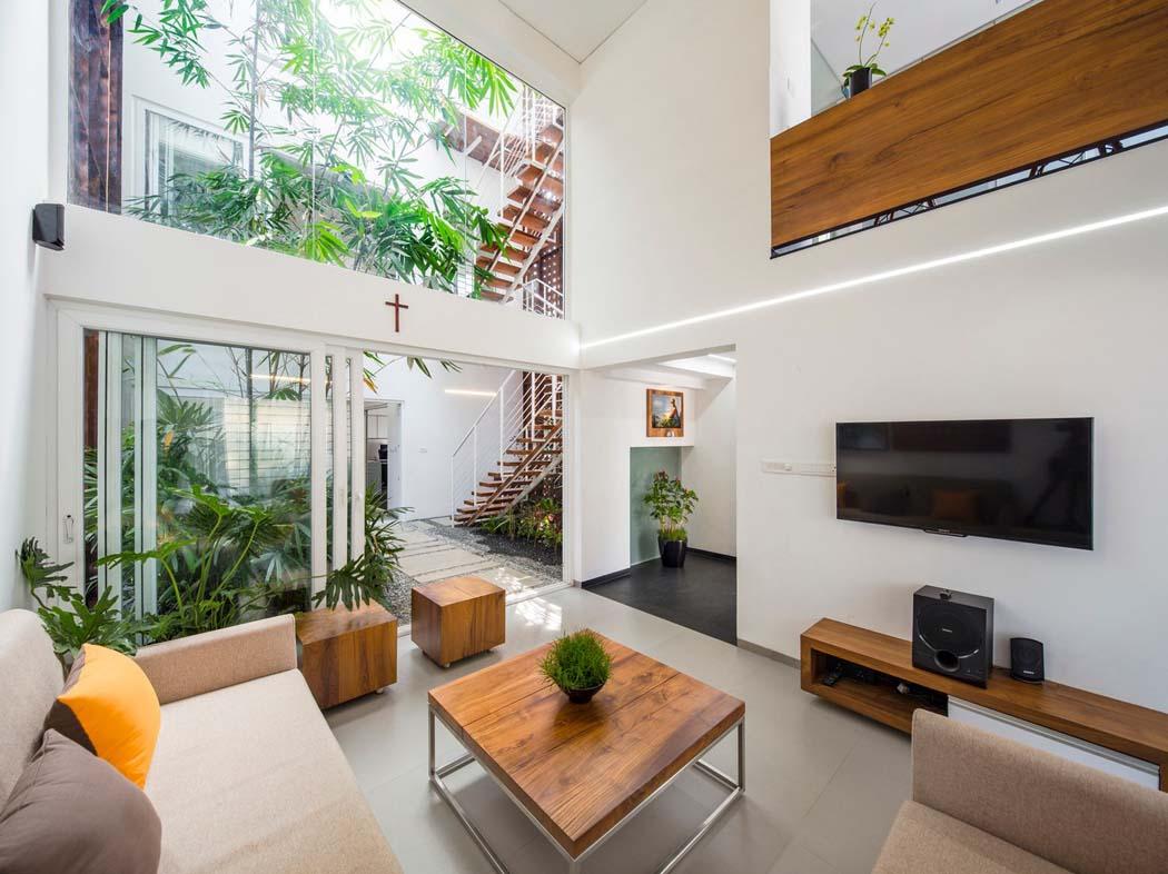 Maison Moderne Avec Patio Interieur maison familiale à l'agencement et architecture originale à