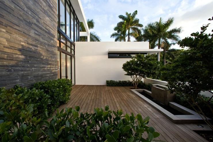 terrasse de lautre ct de cette maison contemporaine darchi - Maison Moderne Ville