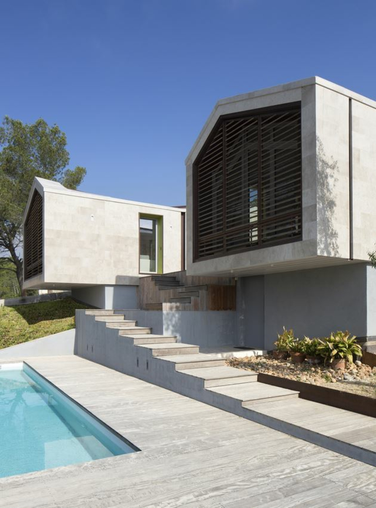 Maison originale l architecture cr ative en france for Terrasse forme originale