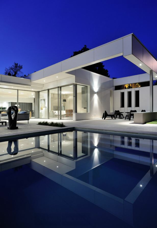 Plan de maison de luxe avec piscine for Villa de luxe moderne