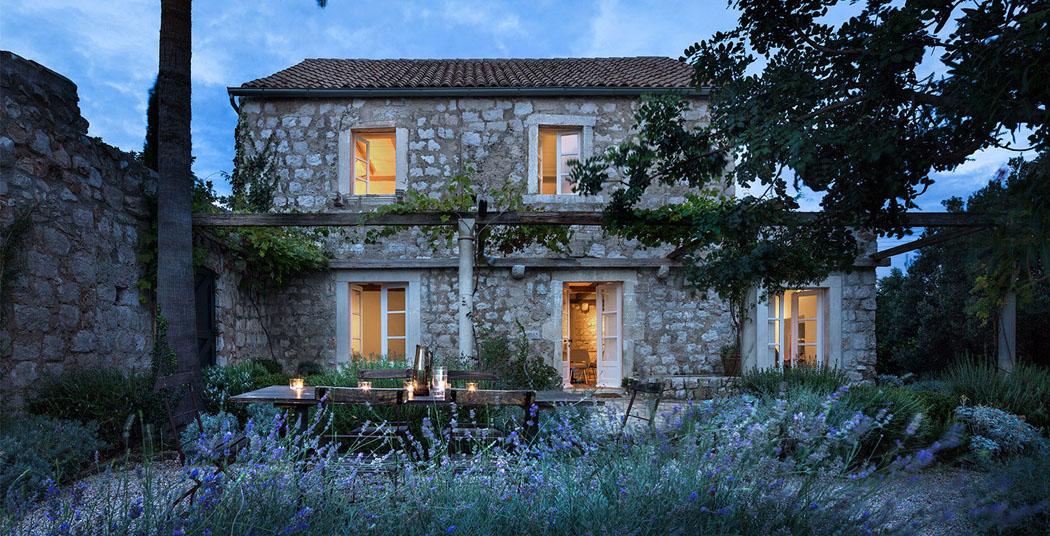 La r sidence de campagne chic et l gante villa san spirito situ e sur la c te croate vivons - Demeure de charme dom architecture ...