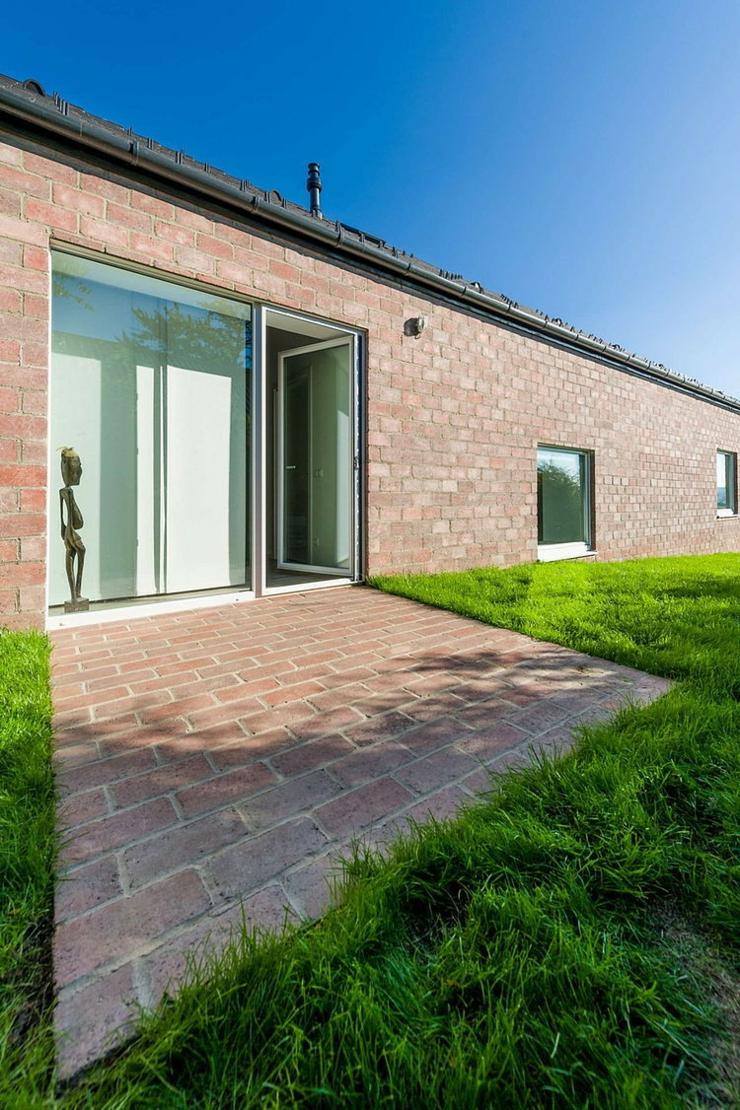 Maison design original budapest pour un couple de for Petite maison design