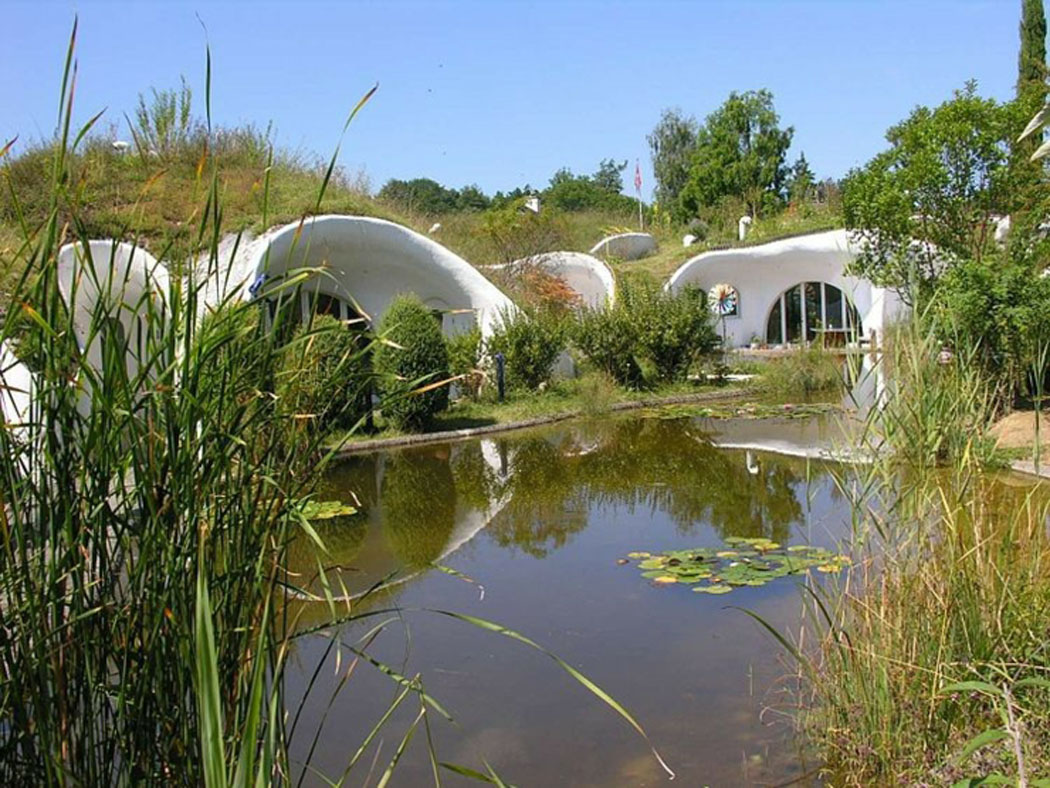 maison écologique en suisse à l'inspiration proche de la nature