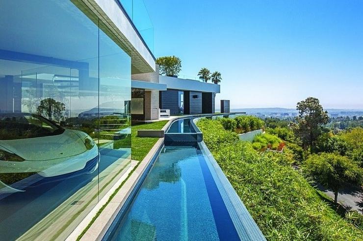 Tr s belle maison au design unique beverly hills for Piscine tres design