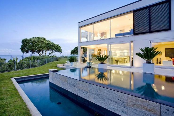 Magnifique maison contemporaine avec vue panoramique sur l for Maison piscine a debordement