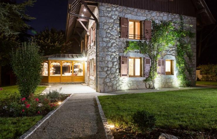 Super Ancienne maison rénovée au bord du lac d'Annecy | Vivons maison DF31