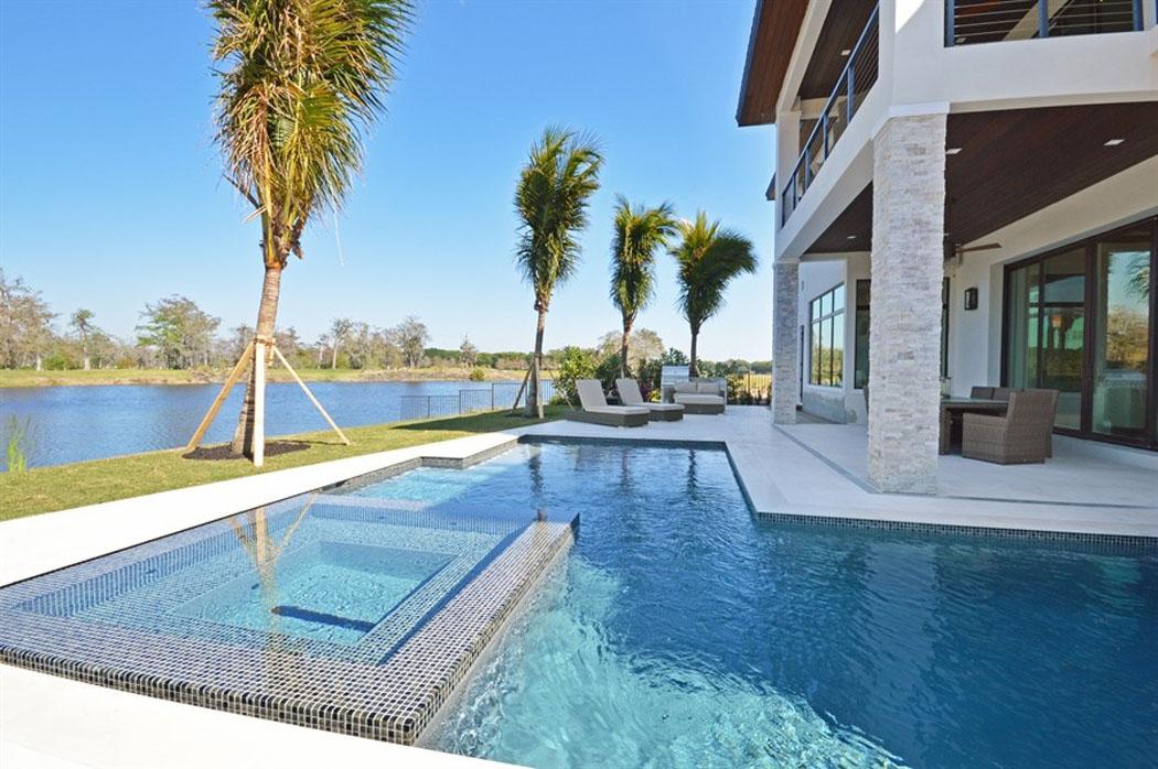 Belle maison de vacances exotiques avec vue sur l eau en floride vivons maison - Terrasse autour piscine ...
