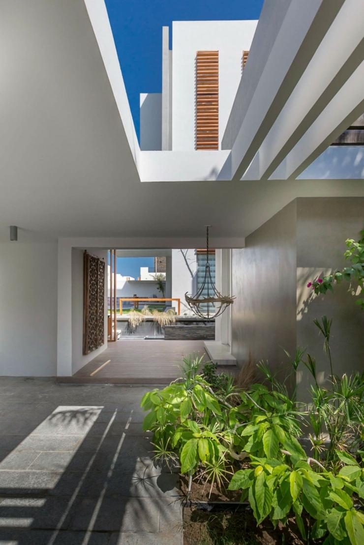 Maison d architecte dans une banlieue chic au bahre n for Couvrir une cour interieure