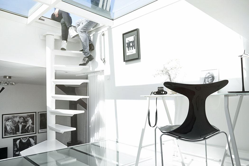 Bel appartement moderne sous le toit au design scandinave g teborg su de - Petit escalier colimacon ...