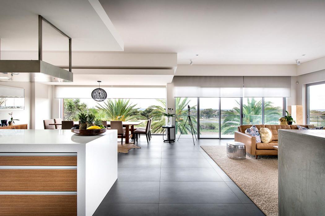 Jolie maison contemporaine construite dans la ville for Salle de sejour avec cuisine