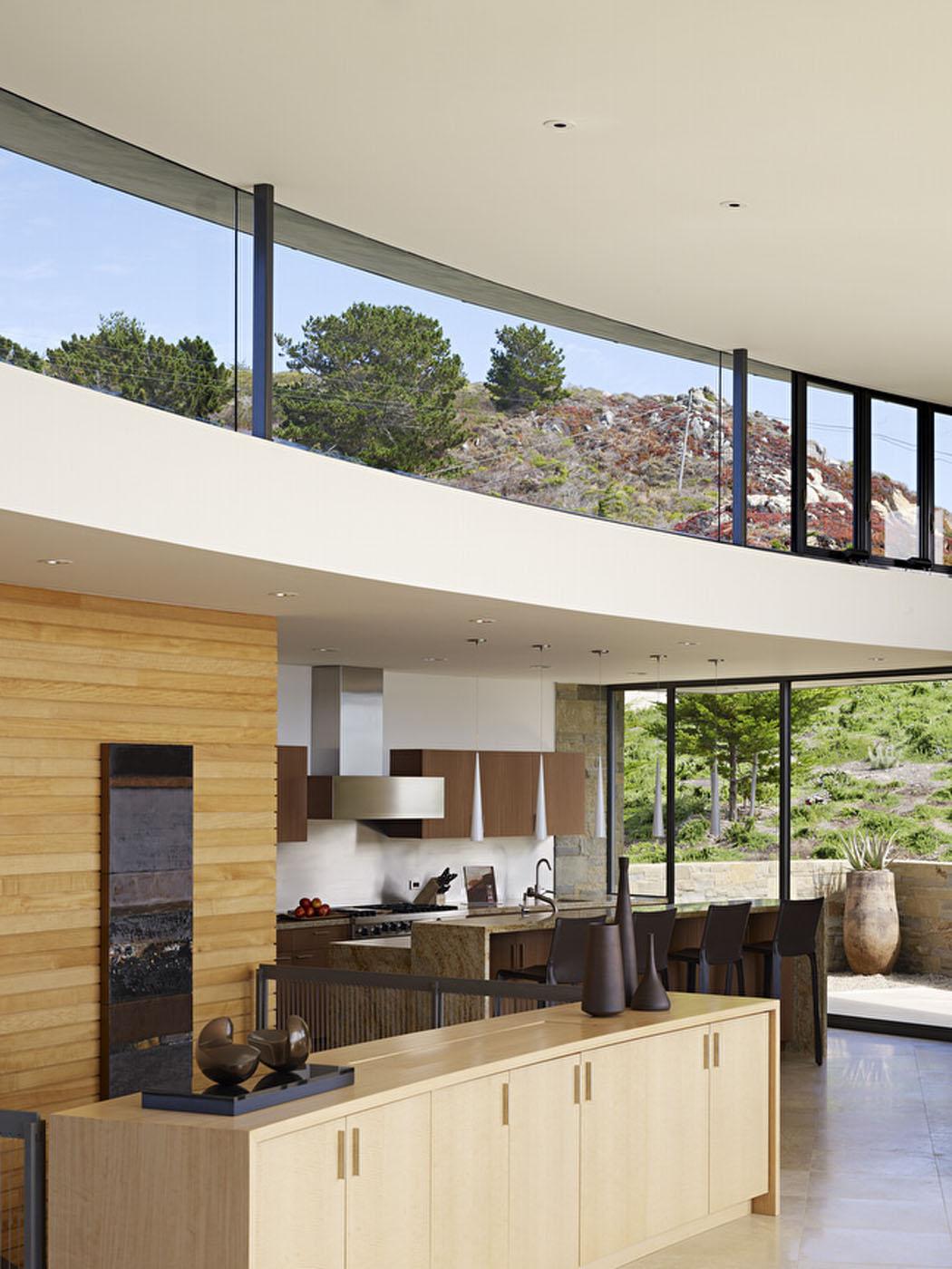 Contemporaine et luxueuse maison avec vue imprenable sur l - Cocinas con salida al patio ...