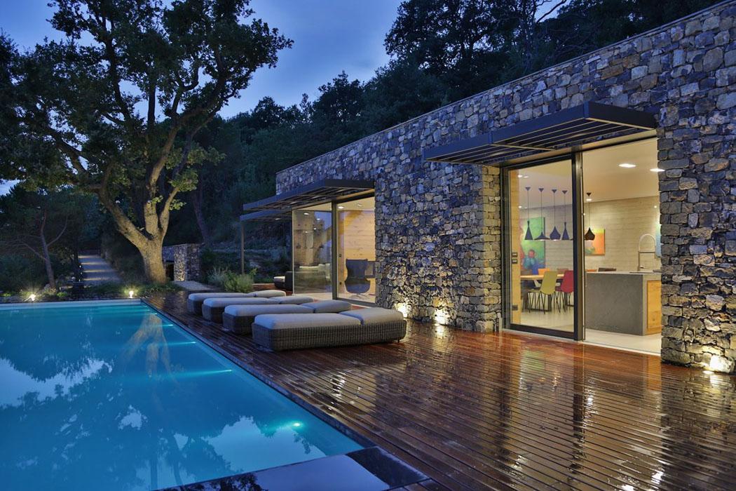 Magnifique villa moderne de plain pied situ e sur les - Maison en pierre giordano hadamik architects ...