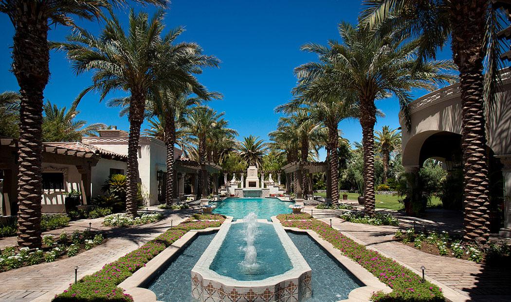 Belle maison de grand standing au magnifique jardin for Piscine jardin exotique
