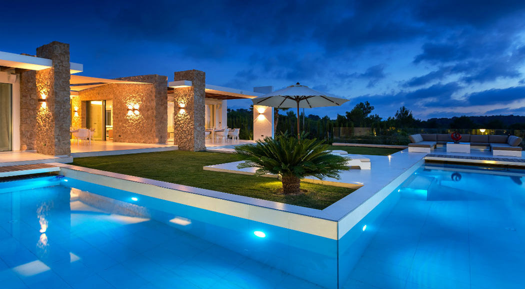 terrasse de luxe gallery of villa de luxe piscine vue mer guadeloupe terrasse by night with. Black Bedroom Furniture Sets. Home Design Ideas