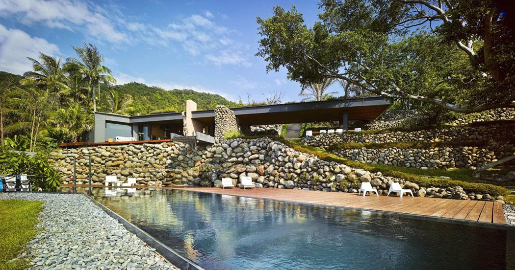 magnifique villa de vacances taiwan s tendant sur trois niveaux offrant une belle vue sur la. Black Bedroom Furniture Sets. Home Design Ideas