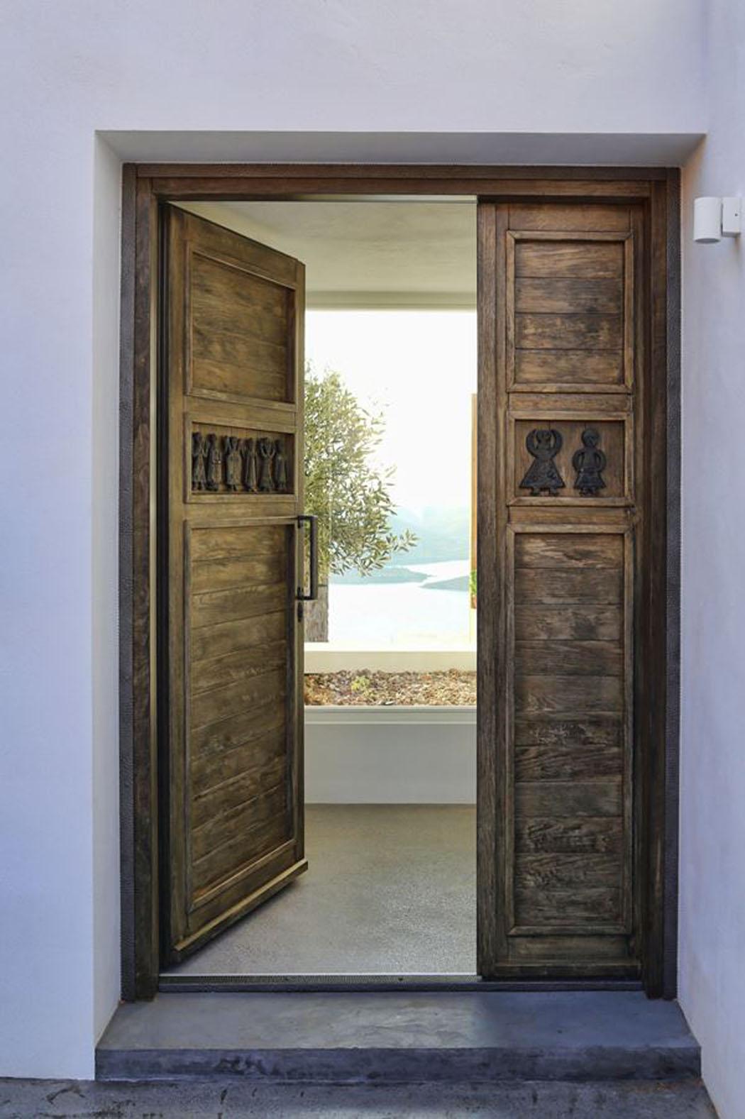 Villa de vacances en gr ce au design int rieur minimaliste - Porte villa en bois ...