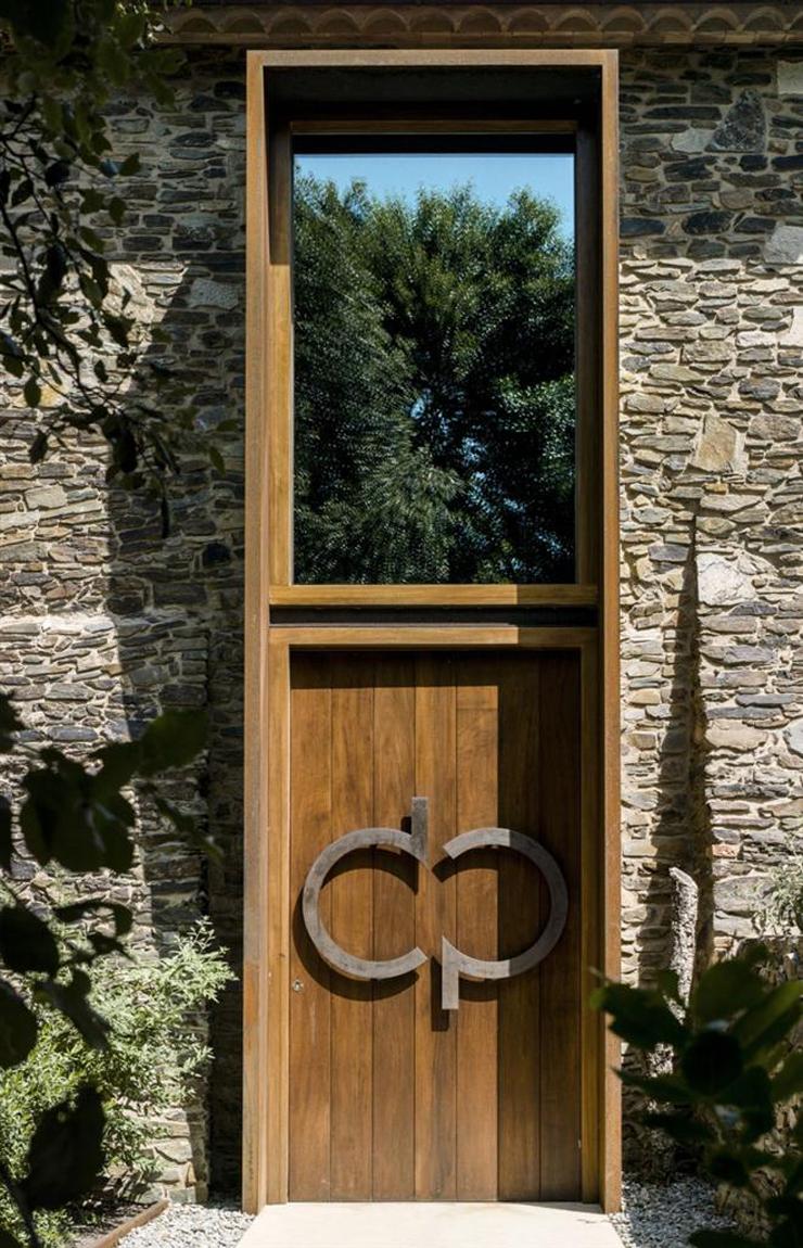 Maison ancienne r nov e avec vue imprenable en catalogne for Porte entree maison ancienne