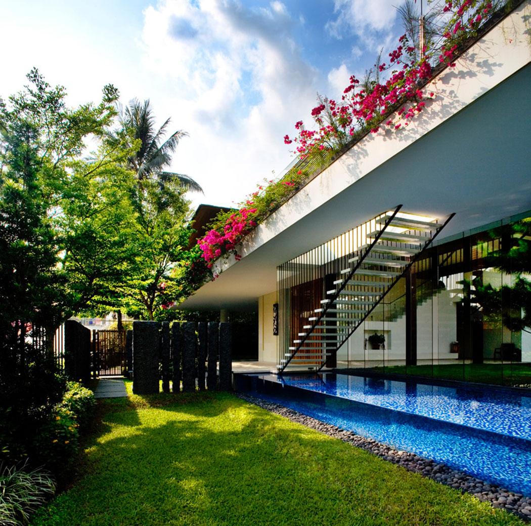 maison verte l architecture ouverte et a r e singapour vivons maison. Black Bedroom Furniture Sets. Home Design Ideas