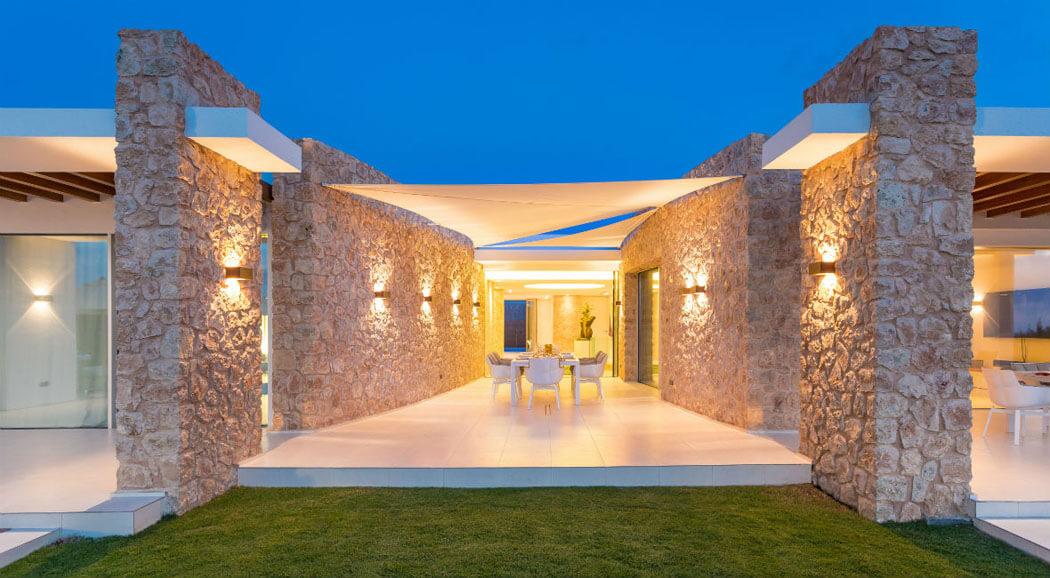 Magnifique villa de luxe ibiza l emplacement et confort uniques vivons maison for Location maison de vacances de luxe