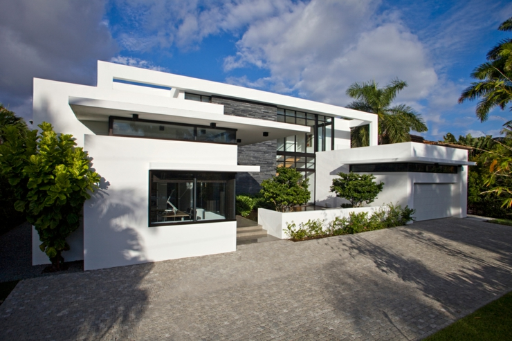 Maison contemporaine de standing situ e en floride for Belle architecture maison