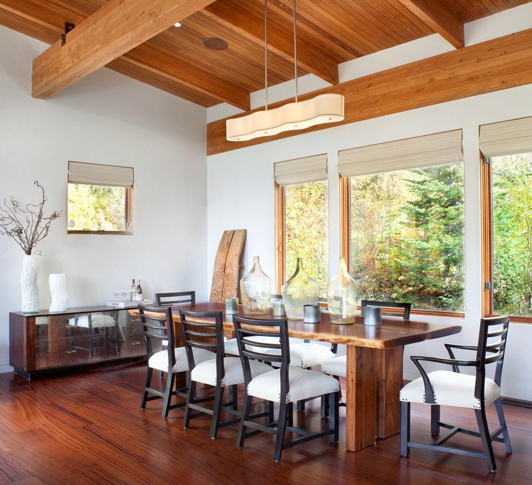 Beau chalet de ski au montana au design rustique et for Salle a manger moderne blanche