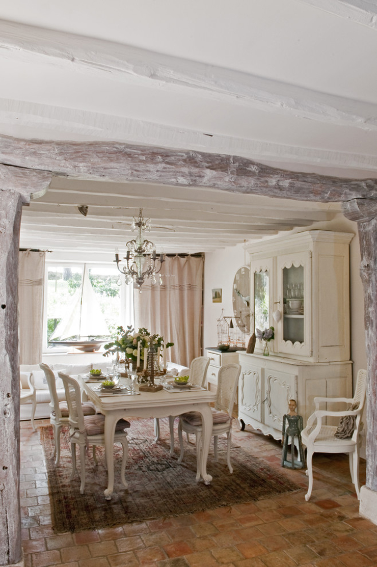 Jolie maison de campagne au design romantique en france for Une salle a manger in french
