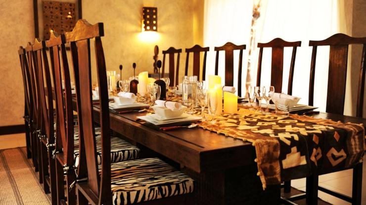 Villa de vacances exotique au s n gal vivons maison for Salle a manger de luxe en bois
