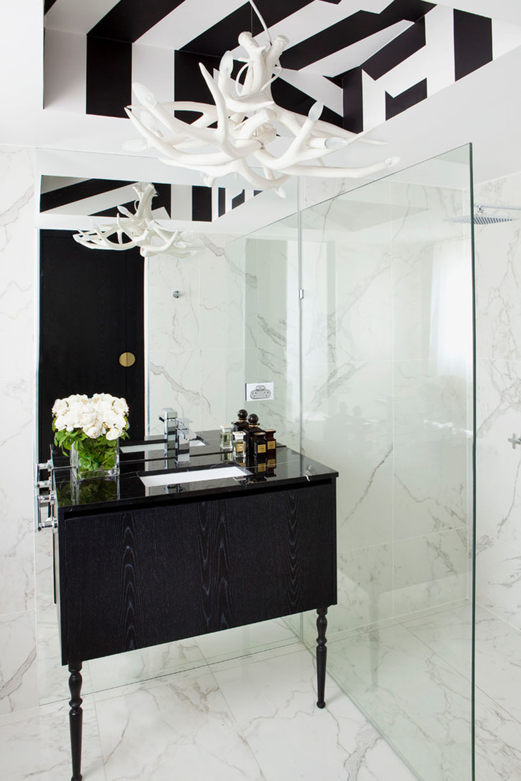 Salle De Bain Couloir Wc ~ Bel Appartement Design Brisbane La D Co L Gante En Noir Blanc