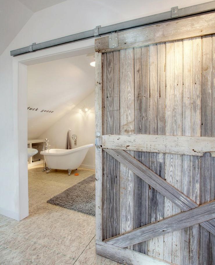 Maison design loft spacieux ou bungalow citadin vivons - Amenagement salle de bain combles ...
