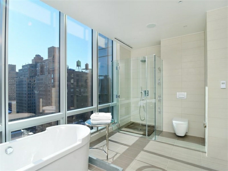 Immobilier de luxe la vue panoramique sur manhattan for Salle de bain new york