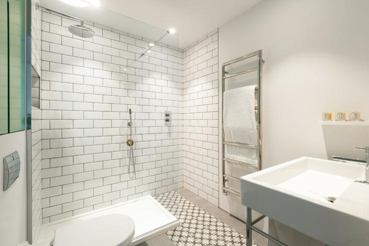 Salle de bains design carrelage for Designer salle de bain