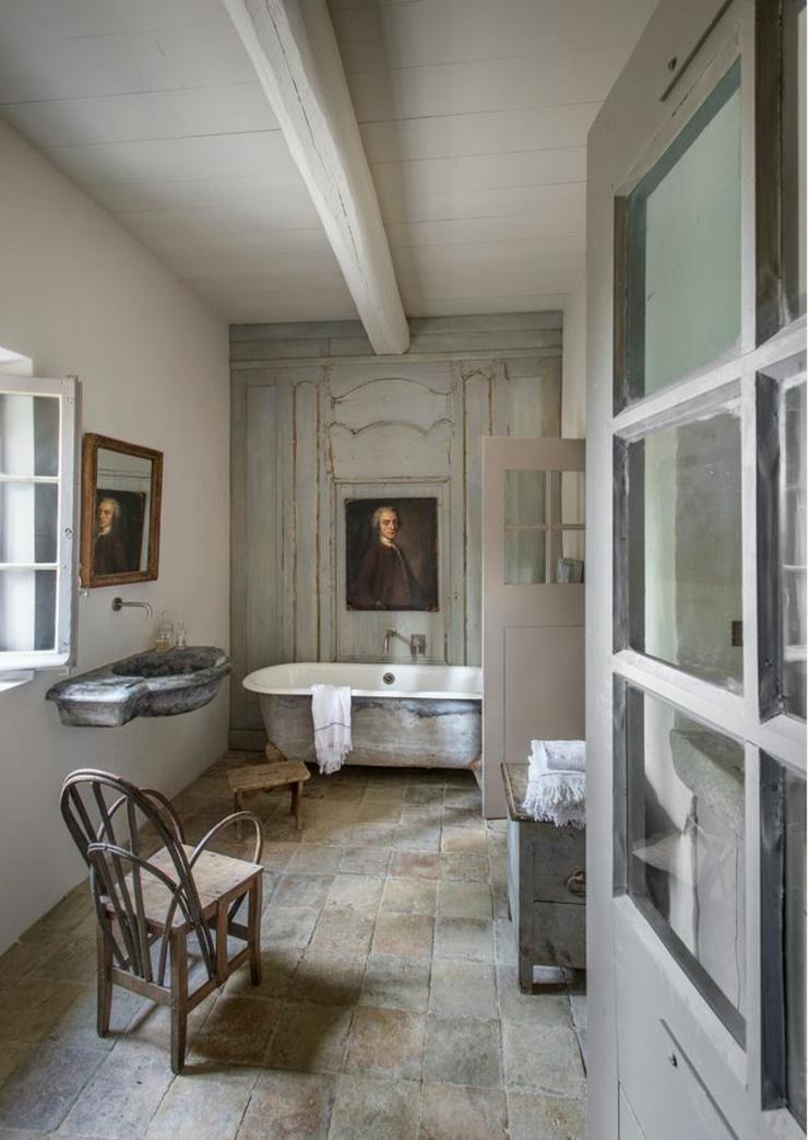 Magnifique maison de campagne dans le midi vivons maison for Chambre de bain rustique