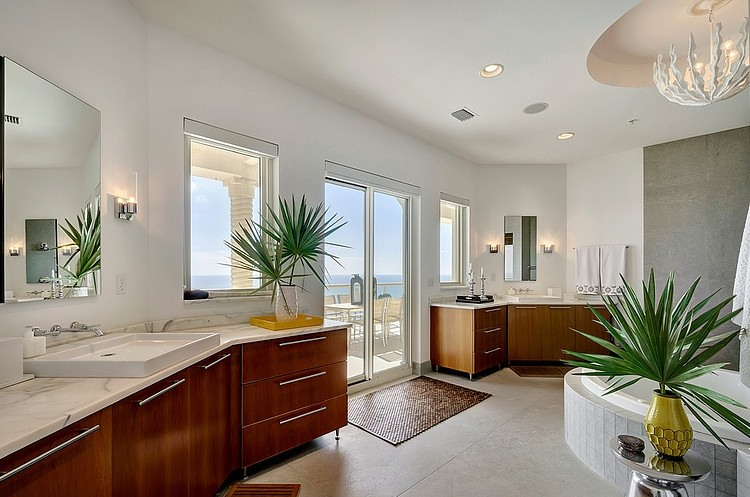 Salle de bain design spacieuse