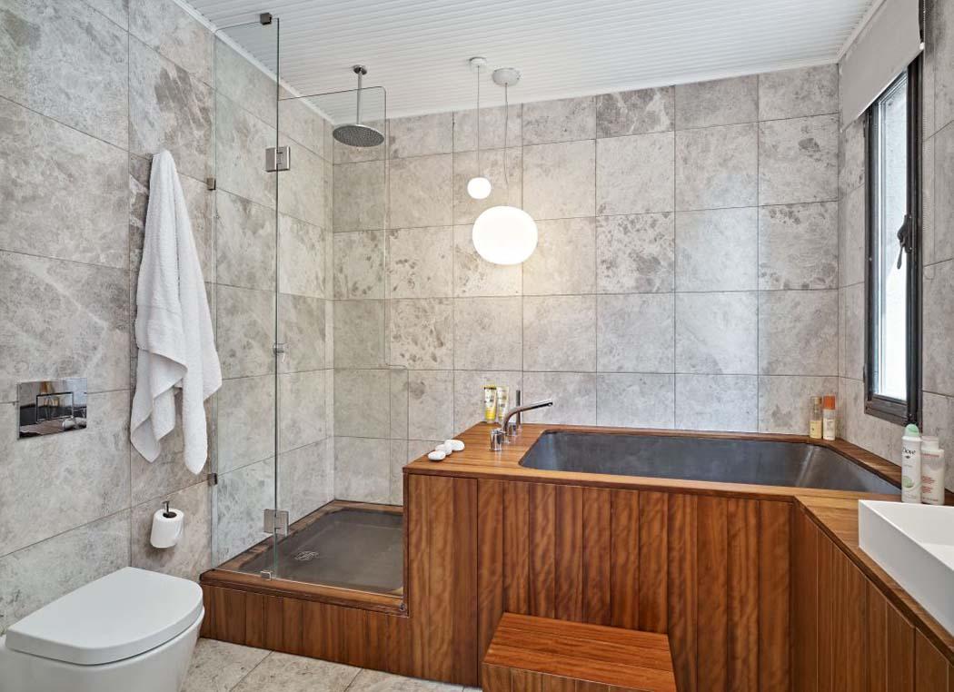 Moderne et minimaliste design pour cet appartement avec for Salle de bain dans une petite chambre