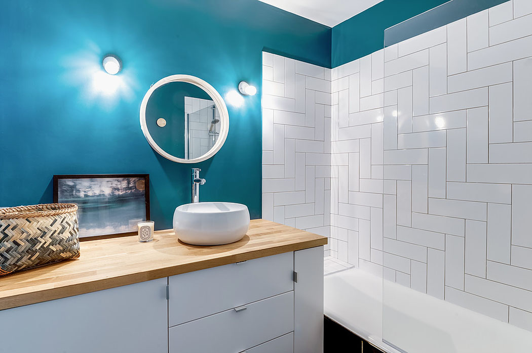vivons-maison.com/sites/default/files/salle-de-bains-baignoire-moderne-petit-appart.jpg