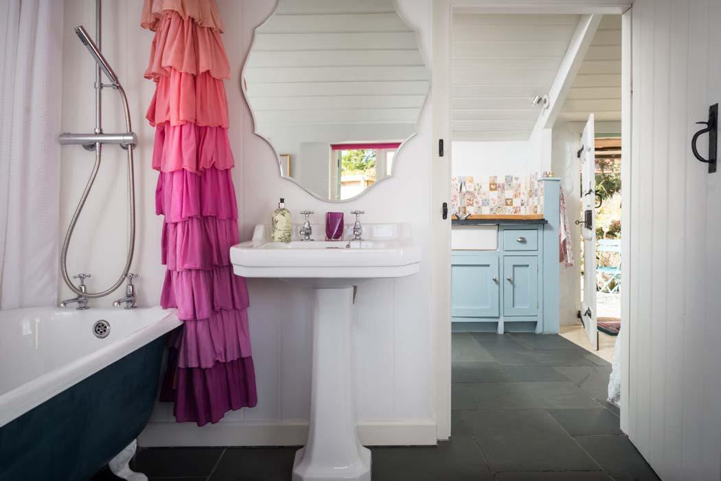 Deco cottage anglais ou d paysement total au c ur du cornwall vivons maison - Salle de bain anglais ...