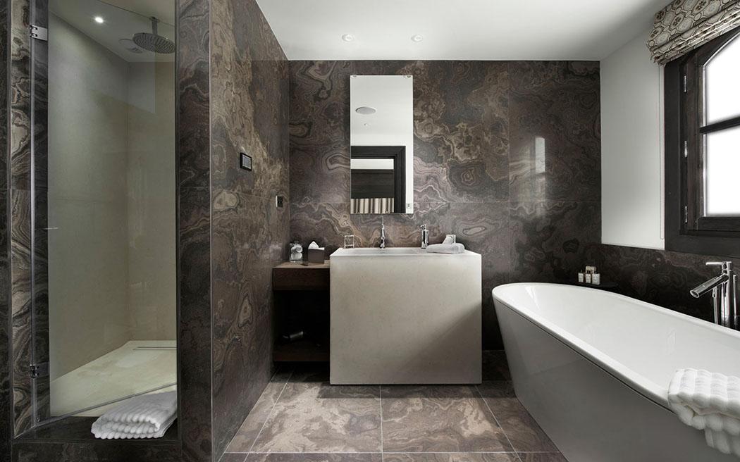 Chalet le ski le coquelicot un endroit luxueux - Salle de bains design luxe ...