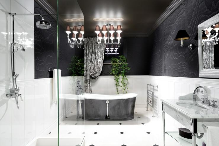 Salle de bains en marbre aux touches rétro