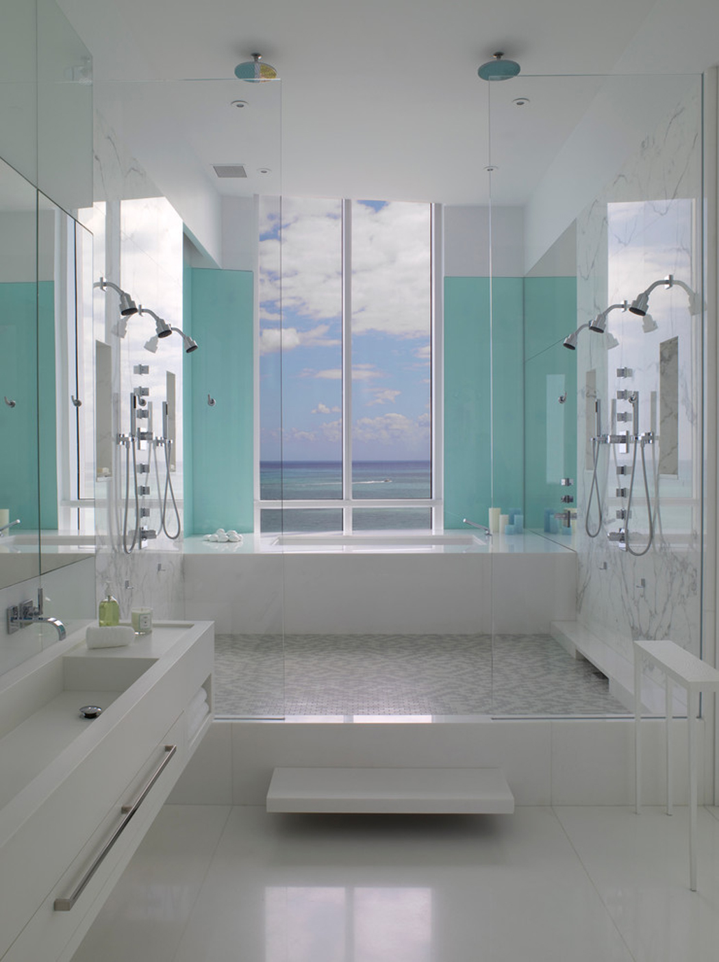Magnifique appartement de vacances avec vue imprenable sur for Salle de bains design luxe