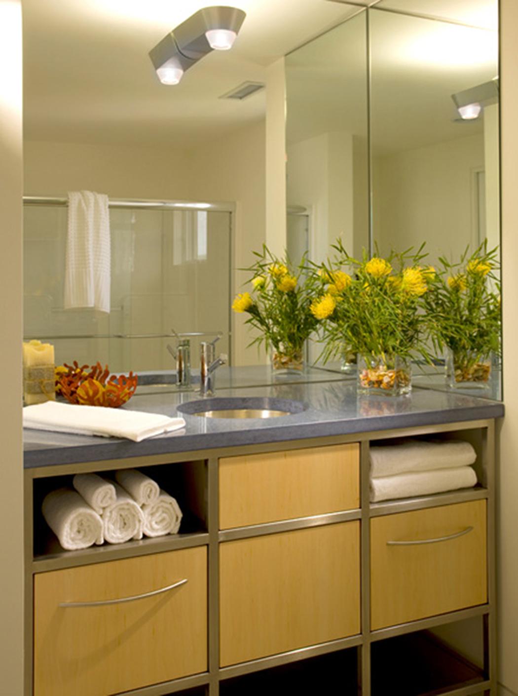 Salle de bain simple et jolie une jolie salle de bains au - Jolie salle de bain italienne ...
